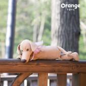 Собака Миа лежачая
