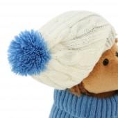 Ёжик Колюнчик в шапке с голубым помпоном